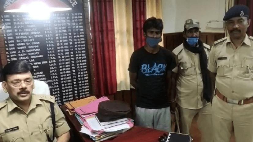 उत्तर प्रदेश और बिहार के बॉर्डर पर चेकिंग के दौरान पुलिस ने बरामद किये 3 जिन्दा बम और डेटोनेटर
