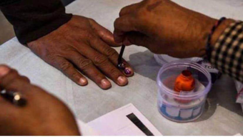 बिहार चुनाव: पहले चरण के मतदान के लिए चुनाव आयोग की तैयारी पूरी, मतदाताओं के लिए जारी की हेल्पलाइन नंबर और ऐप