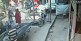 डिक्की तोड़कर पैसे उड़ाने के फेर में था चोर, भीड़ ने खदेड़कर पकड़ा