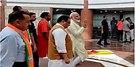 जब PM मोदी ने पत्रकारों से कहा- आज संडे को तो छुट्टी ले लेते...
