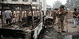 आज दिल्ली की कड़कड़डूमा कोर्ट में भी झड़प, वकीलों ने पुलिसकर्मी को पीटा