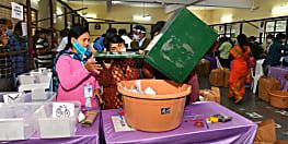 हैदराबाद नगर निगम चुनाव : औवेसी के गढ़ में खिल रहा है कमल, सभी 150 सीटों पर मतगणना जारी