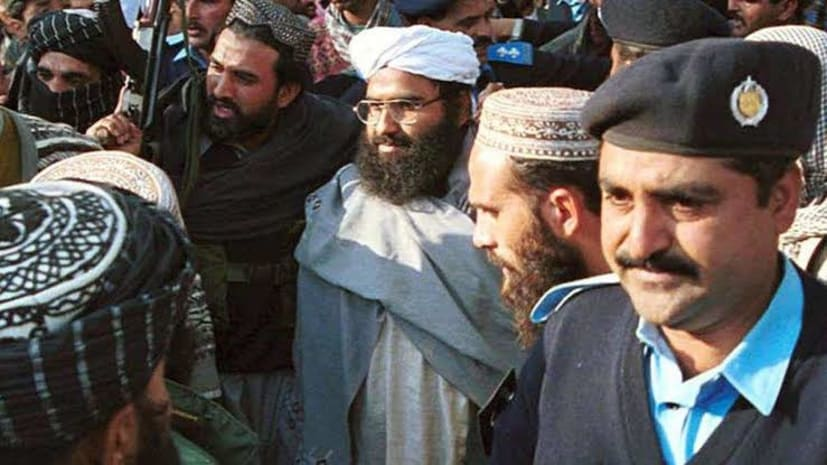 ज़िंदा है आतंक का सरगना, पाकिस्तान की मीडिया ने मसूद अजहर की मौत की खबरों को गलत बताया