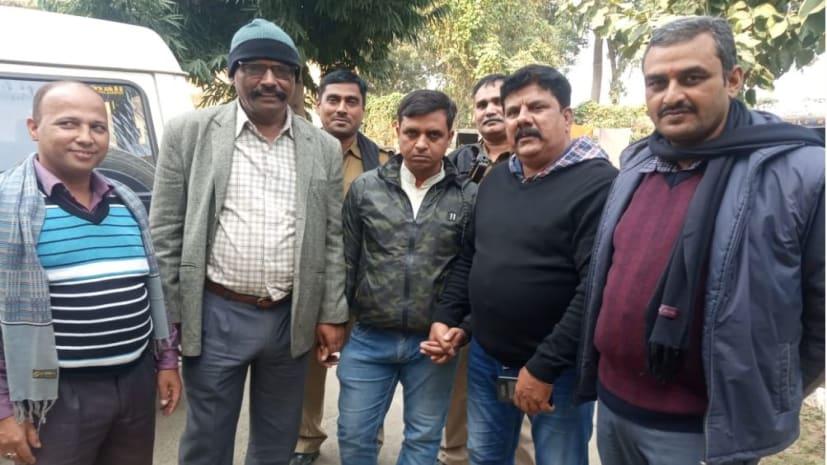 अभी-अभी : 10 हजार रुपये घूस ले रहा था आवास सहायक, निगरानी ने रंगे हाथों दबोचा
