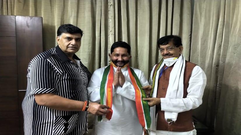 वाल्मीकि नगर के पूर्व विधायक राजेश कुमार सिंह ने कांग्रेस का थामा दामन,अजय कपूर व मदन मोहन झा ने दिलाई सदस्यता