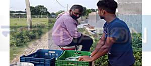 कोरोना ने कर दिया हाल बेहाल, बालिका वधू सीरियल के डायरेक्टर अब ठेले पर बेच रहे सब्जी