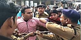 वाहन चेकिंग के दौरान पुलिस और पब्लिक के बीच जमकर झड़प, लोगों ने पुलिस पर मनमानी करने का लगाया आरोप