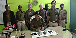 अपराध की योजना बनाते चार गिरफ्तार, भारी मात्रा में हथियार बरामद