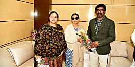 बिहार की पूर्व मुख्यमंत्री राबड़ी देवी ने हेमंत सोरेन से की शिष्टाचार मुलाकात, सोरेन बोले-मिलकर हुई अपार ख़ुशी