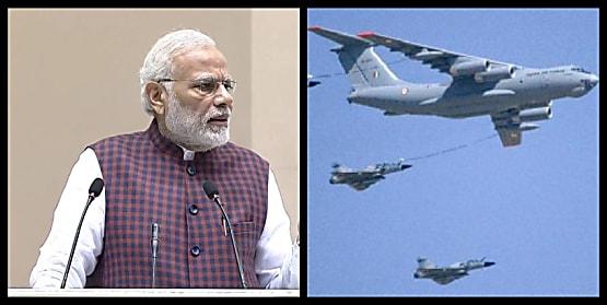 PM मोदी आवास पर कर रहे हैं बड़ी बैठक, एयर फोर्स को तैयार रहने का आदेश