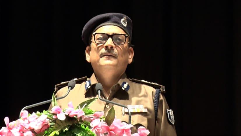 डीजीपी का बड़ा बयान, कहा- मैं कोर्ट-टाई पहनकर एसी ऑफिस में बैठने वाला अधिकारी नहीं
