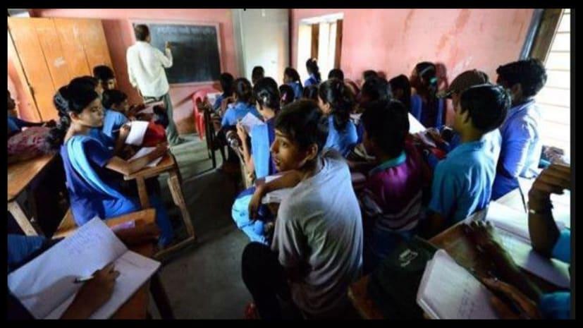 सरकारी स्कूल के बच्चे कैसे पढ़ेंगे और कैसे आगे बढ़ेंगे? 50 फीसदी बच्चों के खाते में अबतक पैसा ही नही गया....