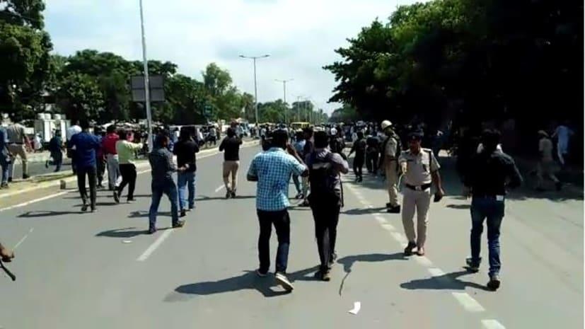 'छात्र राजद' के मार्च  में पुलिस का लाठीचार्ज, मुख्यमंत्री आवास का घेराव करने निकली थी तेजप्रताप की सेना..