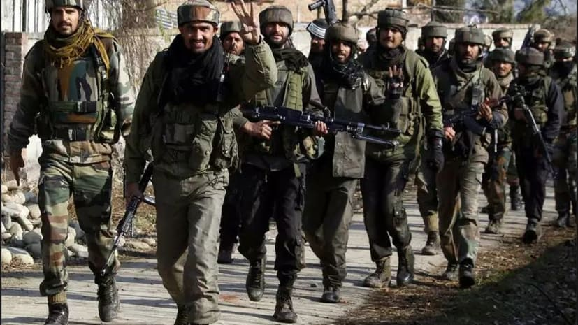 कश्मीर से अनुच्छेद-35A हटाने की तैयारी शुरू? 10 हजार सैनिकों की तैनाती से हलचल तेज