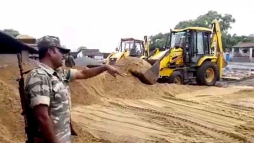 बालू के अवैद्य कारोबारियों के खिलाफ पुलिस ने छेड़ा अभियान, 12 हज़ार सीएफटी बालू जब्त