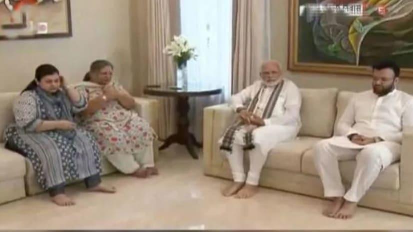 अरुण जेटली के घर पहुंचकर भावुक हुए PM मोदी, परिजनों से की मुलाकात