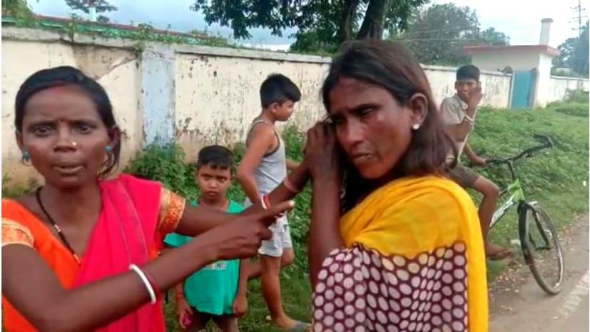 मॉब लिंचिंग : बच्चा चोरी के शक पर लोगों ने की महिला की जमकर पिटाई, पुलिस पर किया पथराव