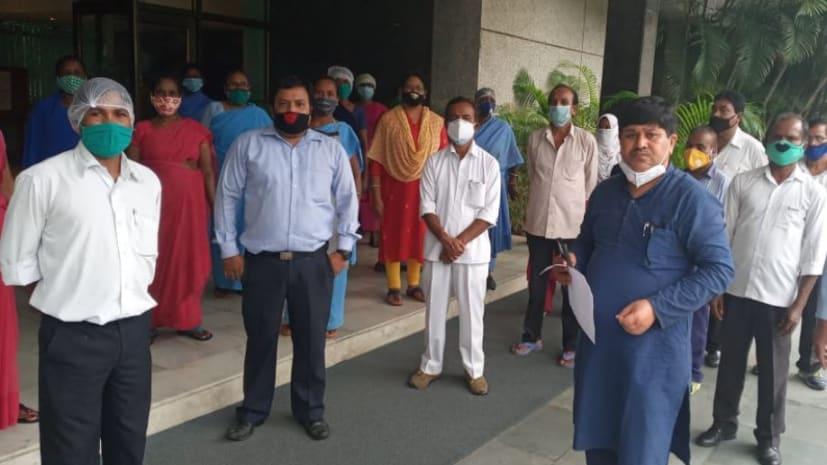 IICM कर्मचारियों का आरोप : कांके कैंपस साइट में काम कर रहे कर्मचारियों पर मंडरा रहा कोरोना का खतरा, प्रबंधन नहीं कर रहा उपाय