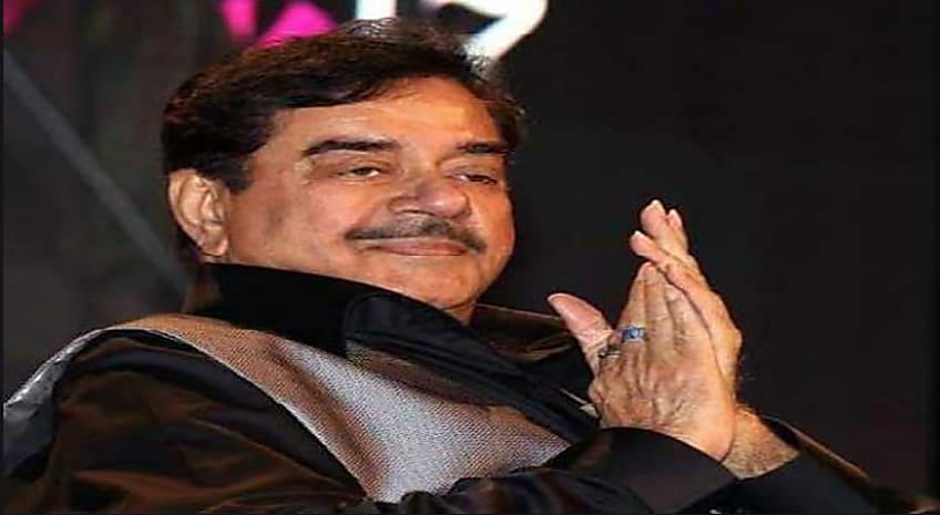 'बिहारी बाबू' पर कांग्रेस नेता का बड़ा हमला, बोले- प्रचार एसपी का, कच्छा आरएसएस का पहनते हैं शत्रुघ्न सिन्हा