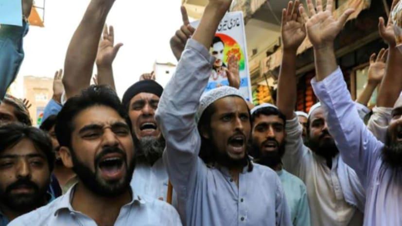 शियाओं के खिलाफ हजारों की तादाद में उतरे सुन्नी, बताया- काफिर