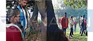खेत में पेड़ से लटकी मिली युवक की लाश, इलाके में सनसनी