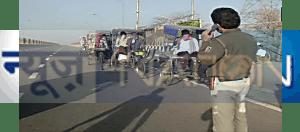 रोजी-रोटी पर लगा ब्रेक, दो दोस्त रिक्शा से ही निकल पड़ा दिल्ली टू कोलकाता, फिर पुलिसवाले ने क्या किया पढ़िए