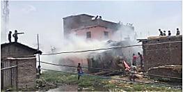 खाना बनाने के दौरान आग लगने से फटा गैस सिलिंडर, लाखों की सम्पति जलकर राख