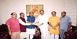 बीजेपी सांसद सीपी ठाकुर ने उपराष्ट्रपति वेंकैया नायडू से की मुलाकात, जानिए वजह