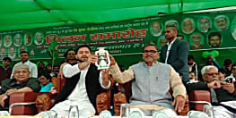 सीएम नीतीश का साथ छोड़ देव कुमार चौरसिया RJD में हुए शामिल, तेजस्वी यादव ने दिलाई सदस्यता