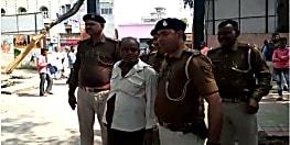समाहरणालय के पास शराब के नशे में झूमते शराबी को पुलिस ने किया गिरफ्तार, जांच में जुटी पुलिस