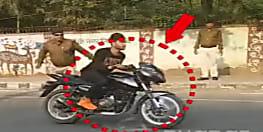 BIG BREAKING: सुरक्षा घेरा तोड़ना युवक को पड़ा महंगा, बैरिकेडिंग से टकराया...
