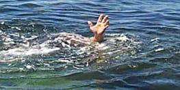 नदी में डूबने से दो युवक की मौत, खोजने में जुटे स्थानीय गोताखोर