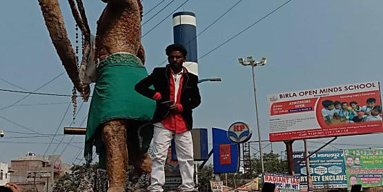भागलपुर में हाई वोल्टेज ड्रामा, तिलका मांझी की प्रतिमा पर चढ़ DSP पर सिरफिरे ने की फायरिंग