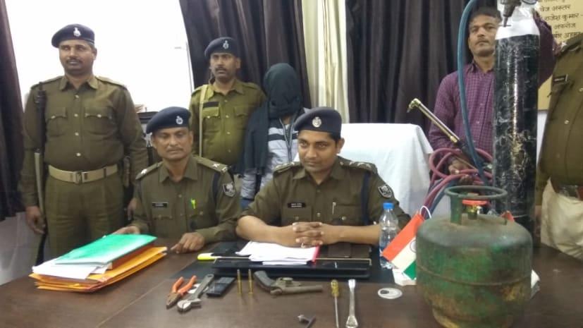 लूट की योजना बना रहे अपराधी को पुलिस ने दबोचा, भारी मात्रा में हथियार बरामद