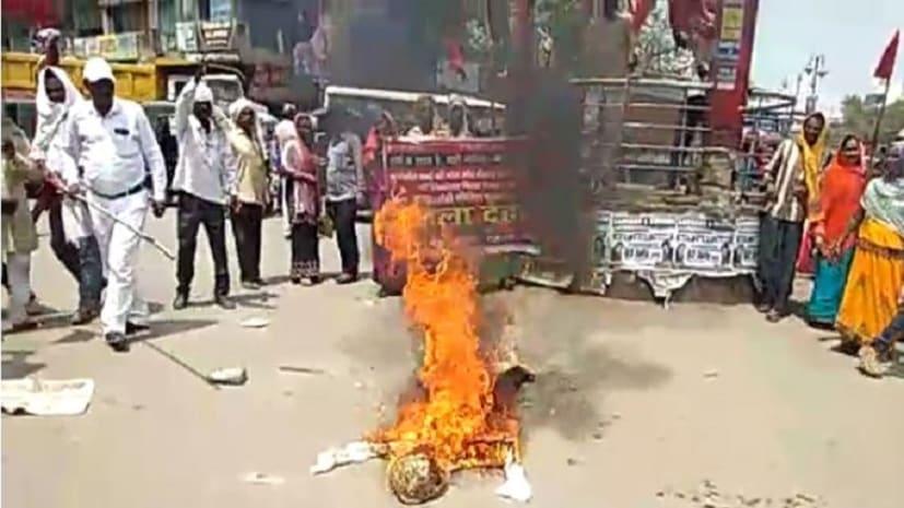माले कार्यकर्ताओं ने मुख्यमंत्री का किया पुतला दहन, स्वास्थ्य और शिक्षा व्यवस्था चौपट करने का लगाया आरोप
