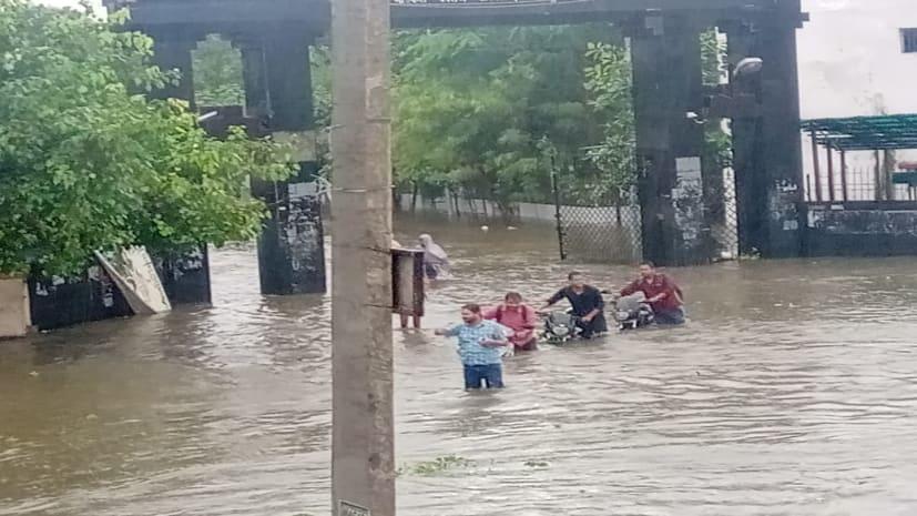 Heavy Rain Alert in Bihar: भारी बारिश को देख पटना समेत कई जिलों के स्कूल आज बंद, रेड अलर्ट जारी