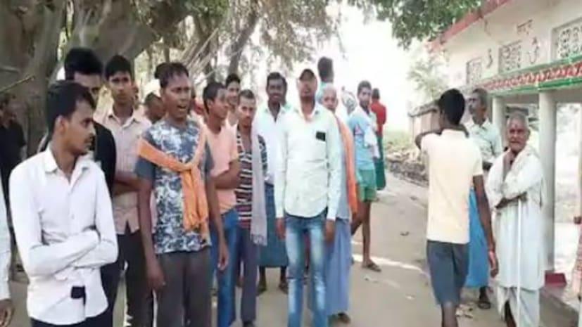 निरखपुर बहेड़िया गांव के लोगों ने चुनाव का किया बहिष्कार कहा- रोड नही तो वोट नही,बूथ के बाहर बैनर लगा कर किया विरोध