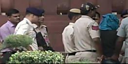 संसद भवन में चाकू लेकर घुसने की कोशिश कर रहे युवक को पुलिस ने दबोचा..शख्स राम रहीम का लगा रहा था नारा
