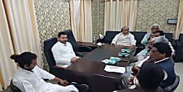 तेजस्वी यादव पहुंचे राजद कार्यालय, लालू प्रसाद के चैंबर में जगदानंद सिंह के साथ कर रहे चर्चा