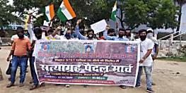 परीक्षा रद्द किए जाने के विरोध में एसटीईटी अभ्यर्थियों ने निकाला सत्याग्रह मार्च, डीएम को सौंपा ज्ञापन