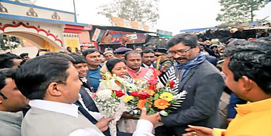 CM हेमंत सोरेन ने छिन्नमस्तिका मंदिर में की पूजा, राज्य की खुशहाली के लिए मांगा आशीर्वाद