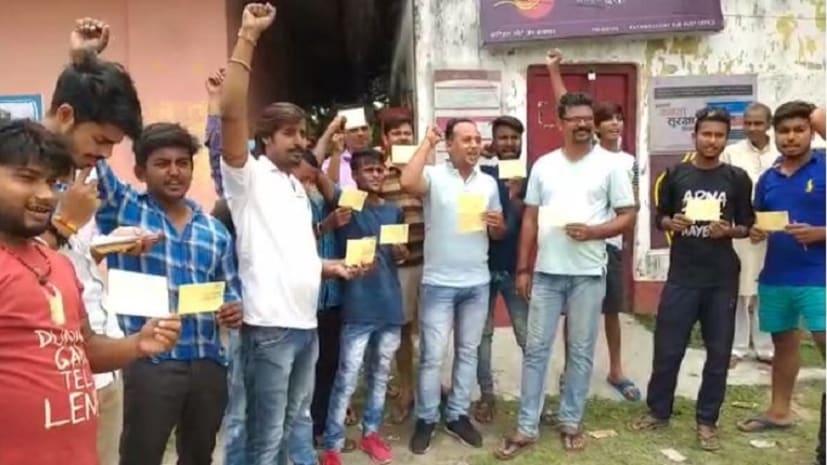 कटिहार के युवाओं ने ममता बनर्जी का किया विरोध, जय श्रीराम लिखकर भेजा पोस्टकार्ड