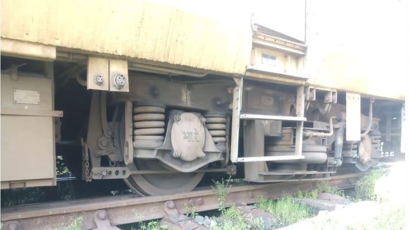अभी-अभी : मोकामा स्टेशन पर डिरेल हुई मोकामा-पटना फास्ट पैसेंजर ट्रेन, प्लेटफार्म पर लाने के दौरान हुआ हादसा