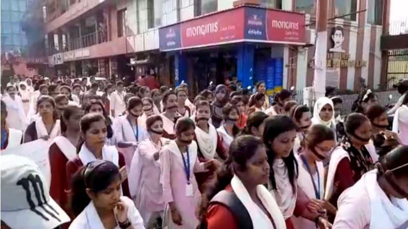 मुज़फ़्फ़रपुर में हैदराबाद रेप कांड को लेकर छात्राओं ने निकाला मौन जुलूस, सिस्टम को बताया जिम्मेवार