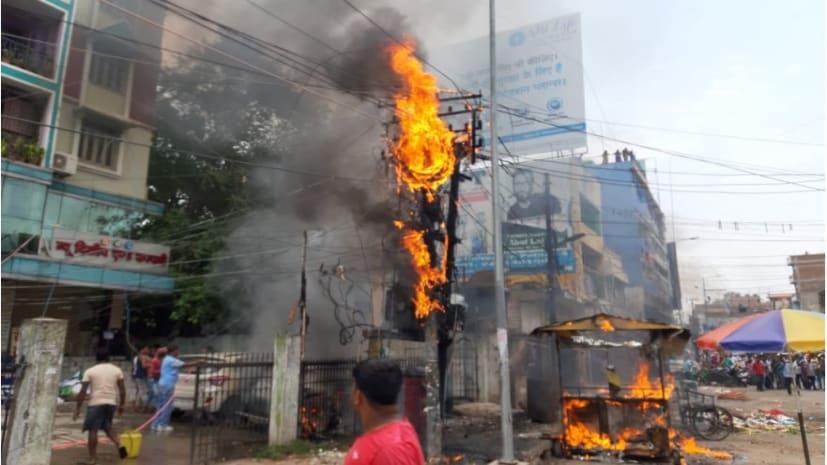 पटना के लंगरटोली में ट्रांसफर्मर मे लगी आग, मौके पर मची अफरा-तफरी
