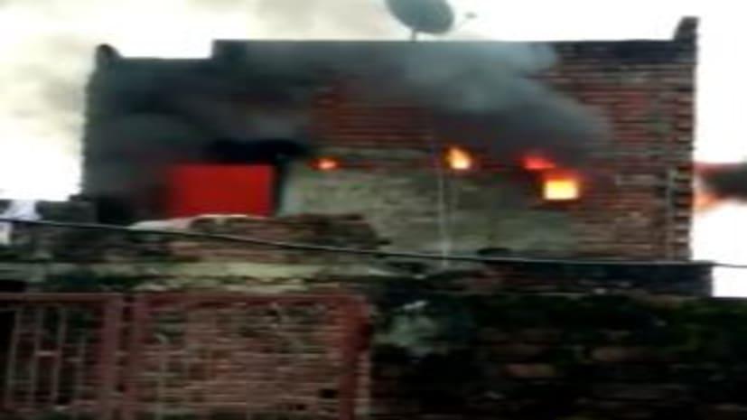 रसोई गैस सिलेंडर फटने से घर में लगी आग, कई लोगों की बची जान