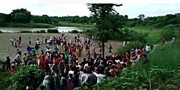 जेसीबी से खोदे गए गड्ढे में डूबने से किशोर की मौत, गाँव में मचा कोहराम