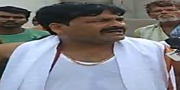 बाहुबली विधायक पप्पू पांडेय के करीबी मुखिया पर जानलेवा हमला, हमलावर पिस्टल के साथ गिरफ्तार, मचा बवाल