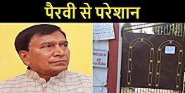 पैरवी से परेशान हैं बिहार के शिक्षा मंत्री, सरकारी आवास के गेट पर लगवा दिया नोटिस