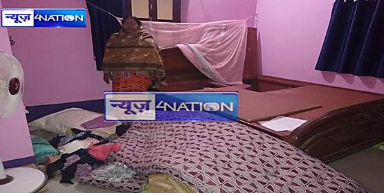 चोरी की घटना को अंजाम देकर भाग रहे दो चोरों को लोगों ने पकड़ कर कूटा, एक भागने में रहा सफल
